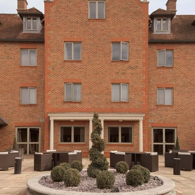 inner courtyard doubletree by hilton cambridge belfry